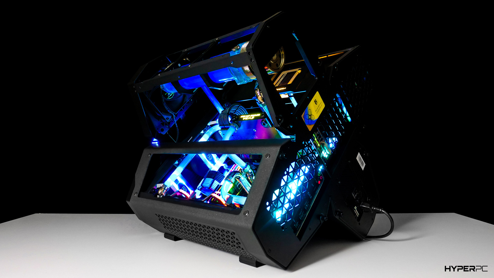 https://hyperpc.ru/images/product/special/exclusive/hyperpc_game_storm/gallery/deepcool_quadstellar_rgb_photo_04.jpg