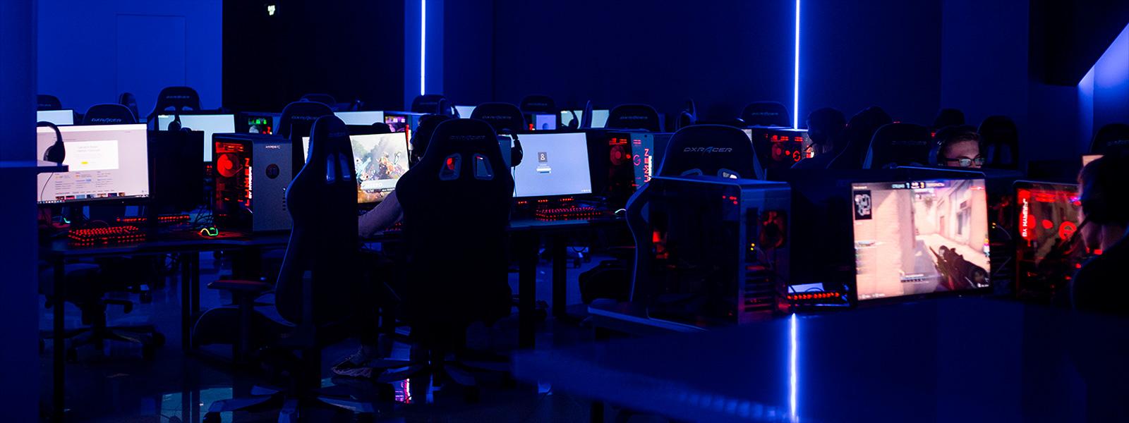 Игровые клубы москвы закрыты стрип женский в клубе