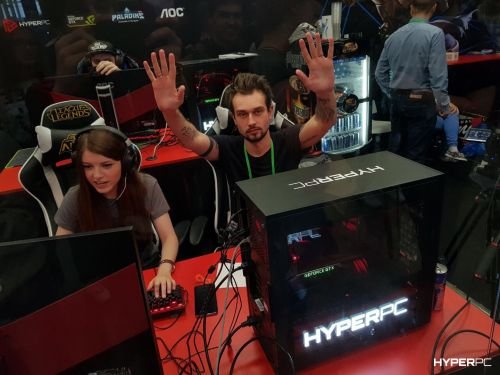 hyperpc on igromir 2017 red square photo 06